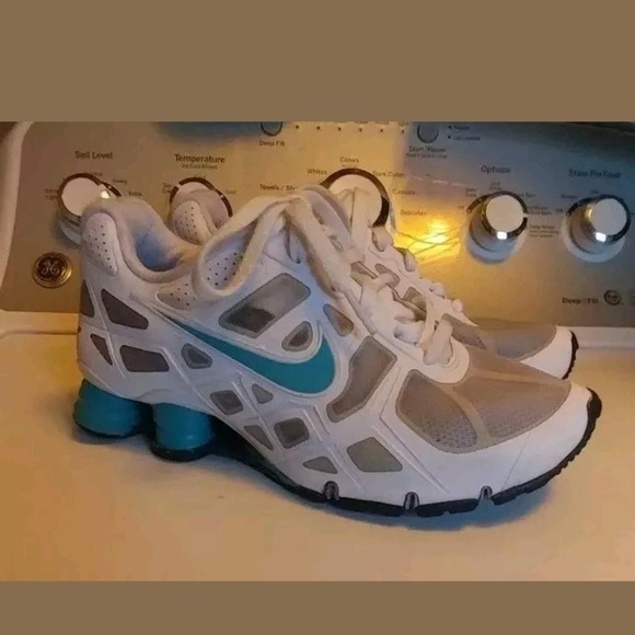 buy popular 6adbe e0b3a NIKE SHOX TURBO SHOCKS AQUA WHITE 7.5 W 6 Y